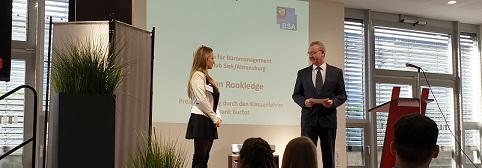 """Zum 13. Mal!  """"Gerd-Schult-Preis"""" der Stiftung Erwin Baer für die besten Auszubildenden in kaufmännischen Berufen"""