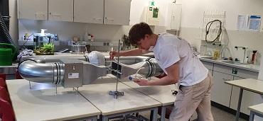 Jugend forscht: Felix Hoffmann belegt den 3. Platz in der Kategorie Technik beim Regionalwettbewerb Schleswig-Holstein in Geesthacht.